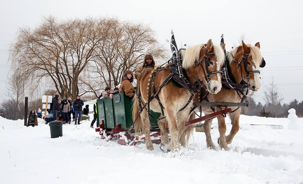 Sleigh ride heading out on its loop