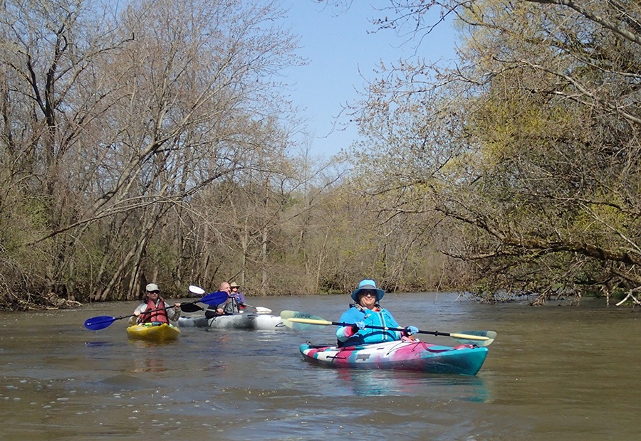 Members of the Flatwater Kayakers Meetup group