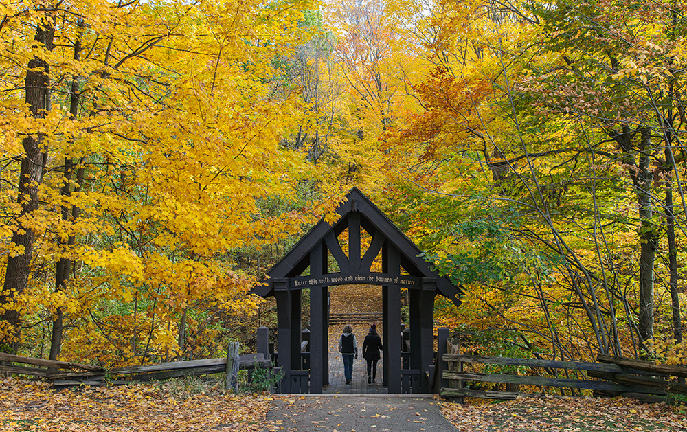 Seven Bridges Trailhead in autumn colors