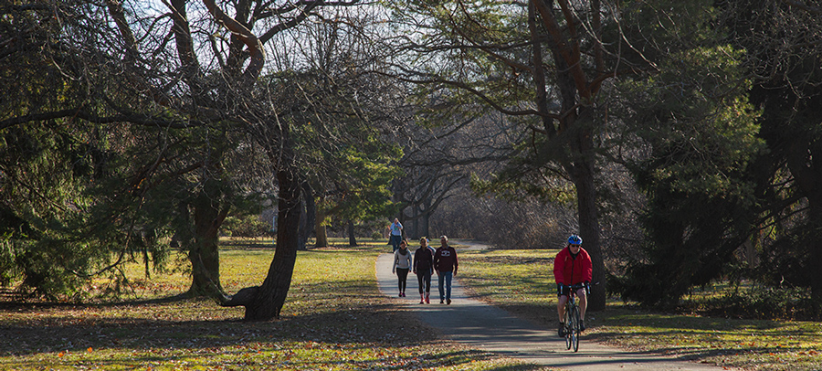 People walking and riding bikes on the Oak Leaf Trail in Hoyt Park