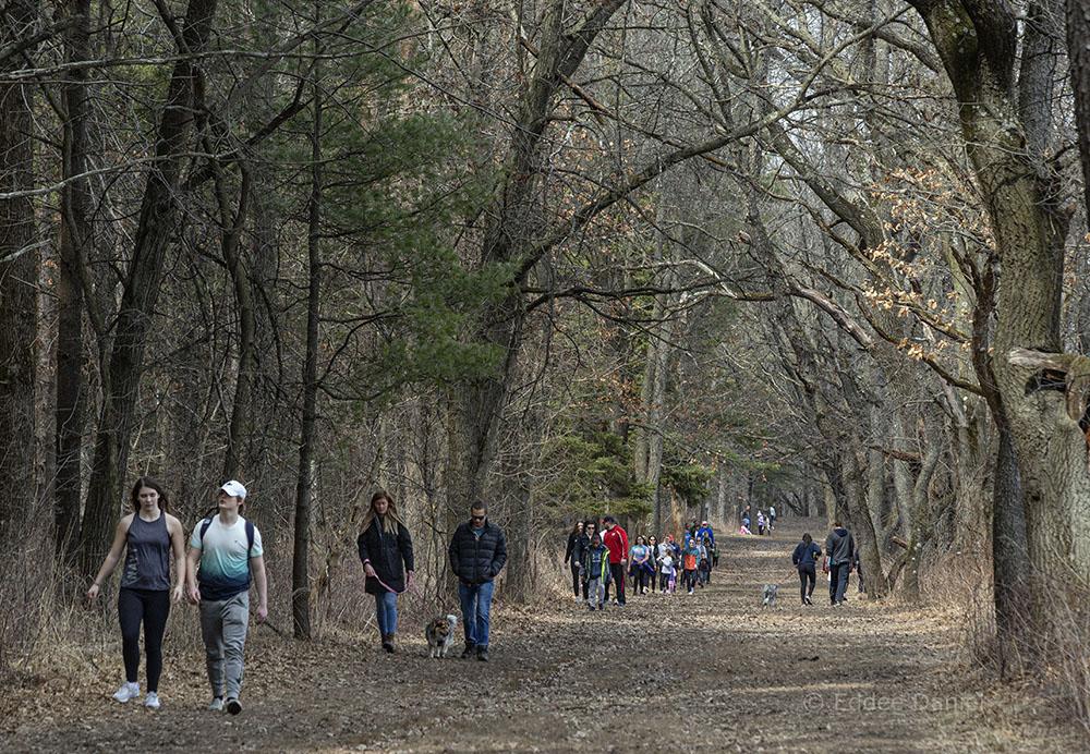 Crowded trails at Lapham Peak